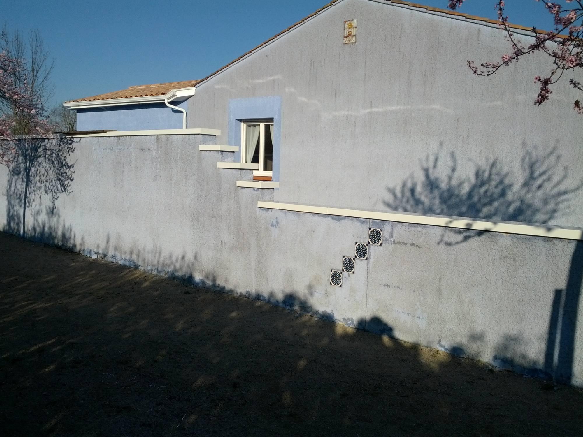 nos dessus de mur en aluminium fabrication et pose de portail volets et pergola autour de. Black Bedroom Furniture Sets. Home Design Ideas