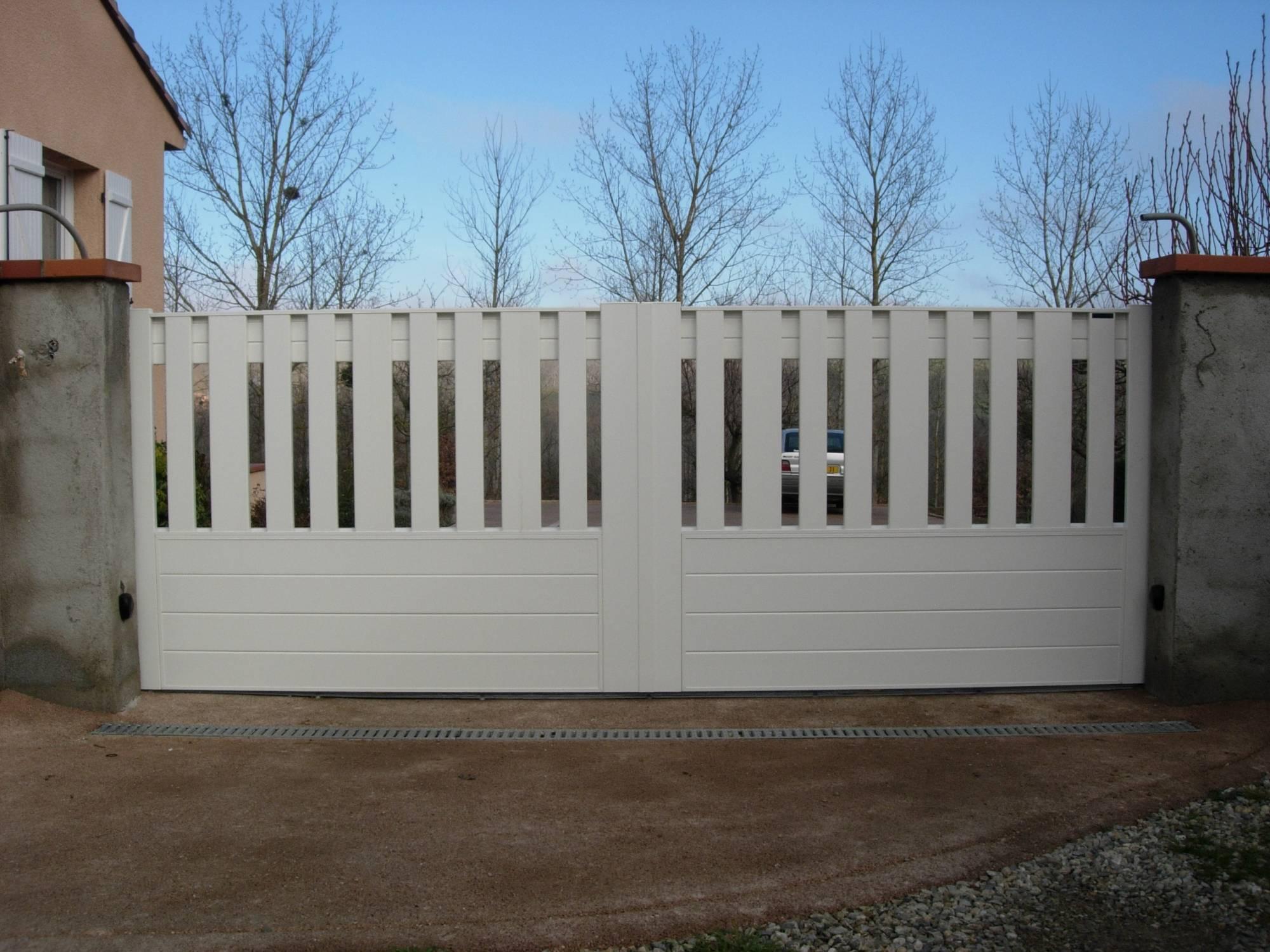 Portail coulissant ou 2 vantaux aluminium sofia fabrication et pose de portail volets et - Portail 2 vantaux ...
