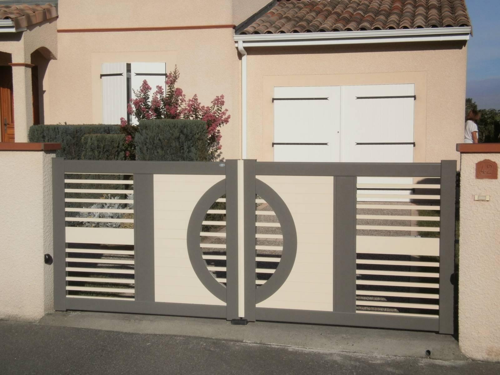 portail sur mesure 2 vantaux fabrication et pose de portail volets et pergola autour de. Black Bedroom Furniture Sets. Home Design Ideas