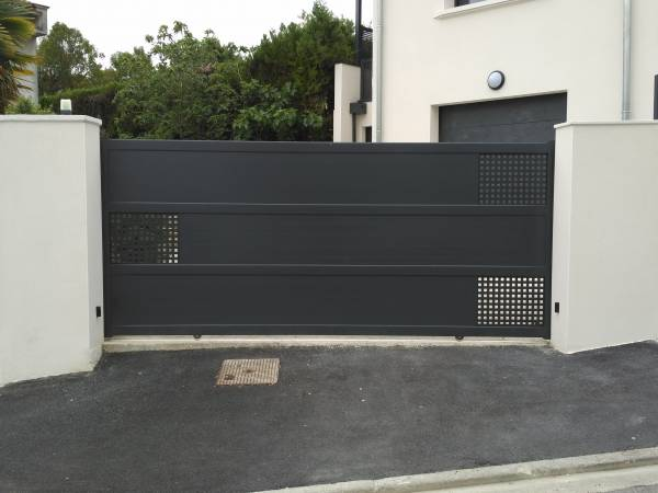 fabrication et pose de portails coulissants alu autour de. Black Bedroom Furniture Sets. Home Design Ideas